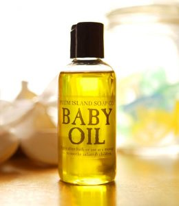 10 MANFAAT BABY OIL SEHARI-HARI