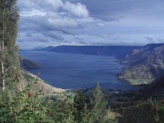 DANAU-DANAU TERDALAM DI INDONESIA
