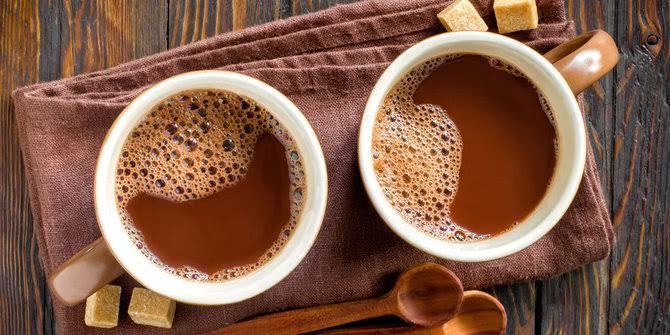 5 MANFAAT KESEHATAN MINUM COKELAT PANAS